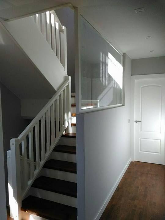 Escalera de madera con cristal