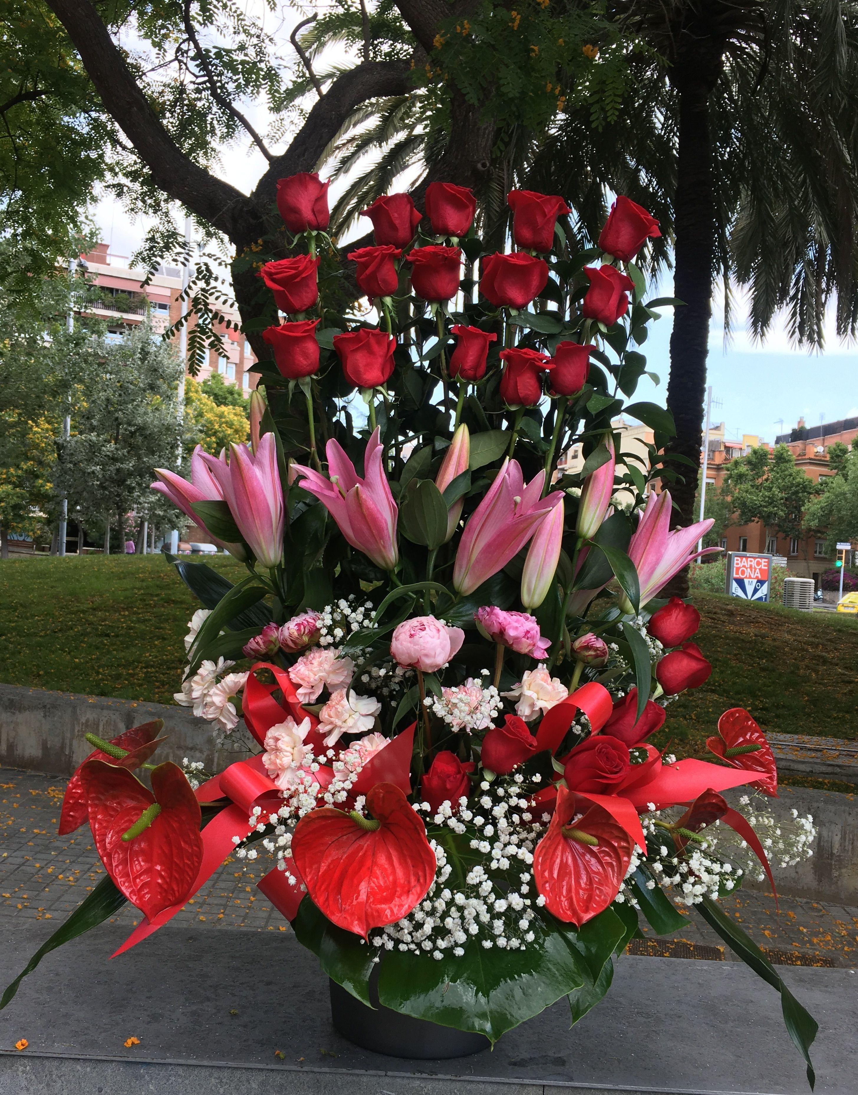Centro de flores variadas,desde 35 €