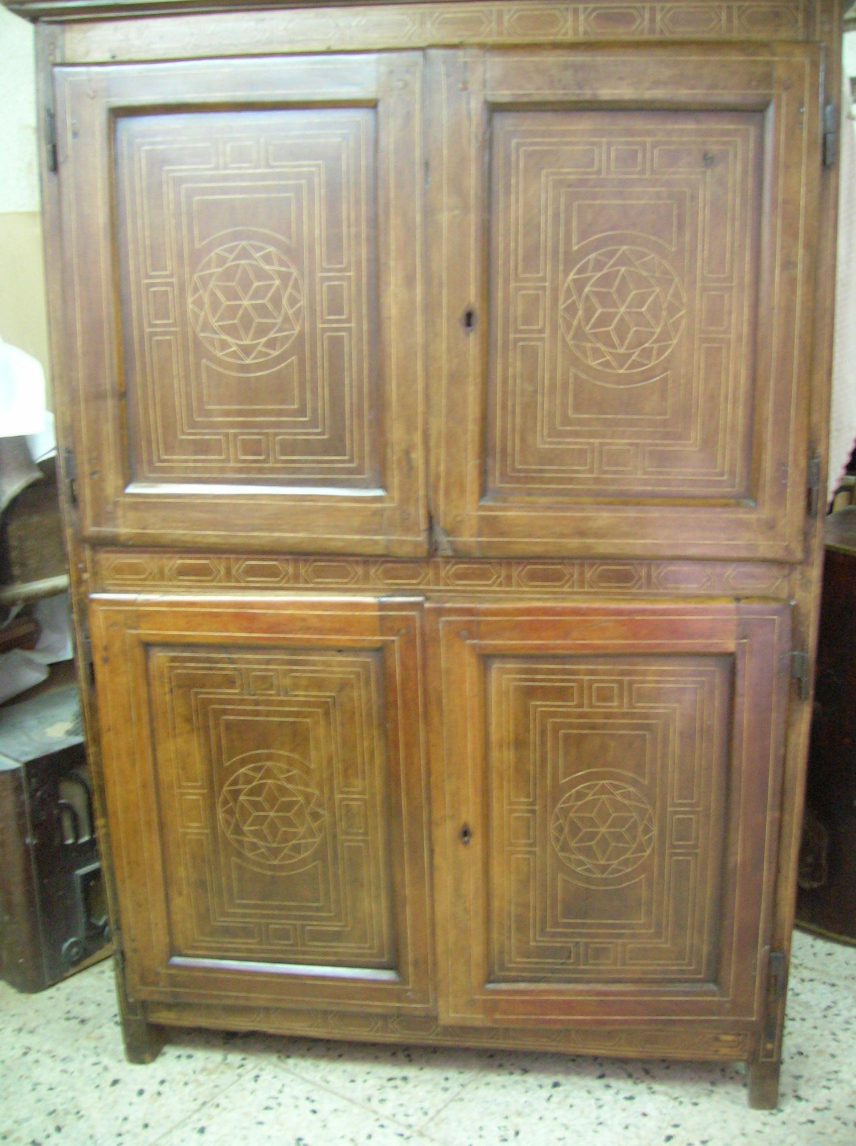 armario con taraceas