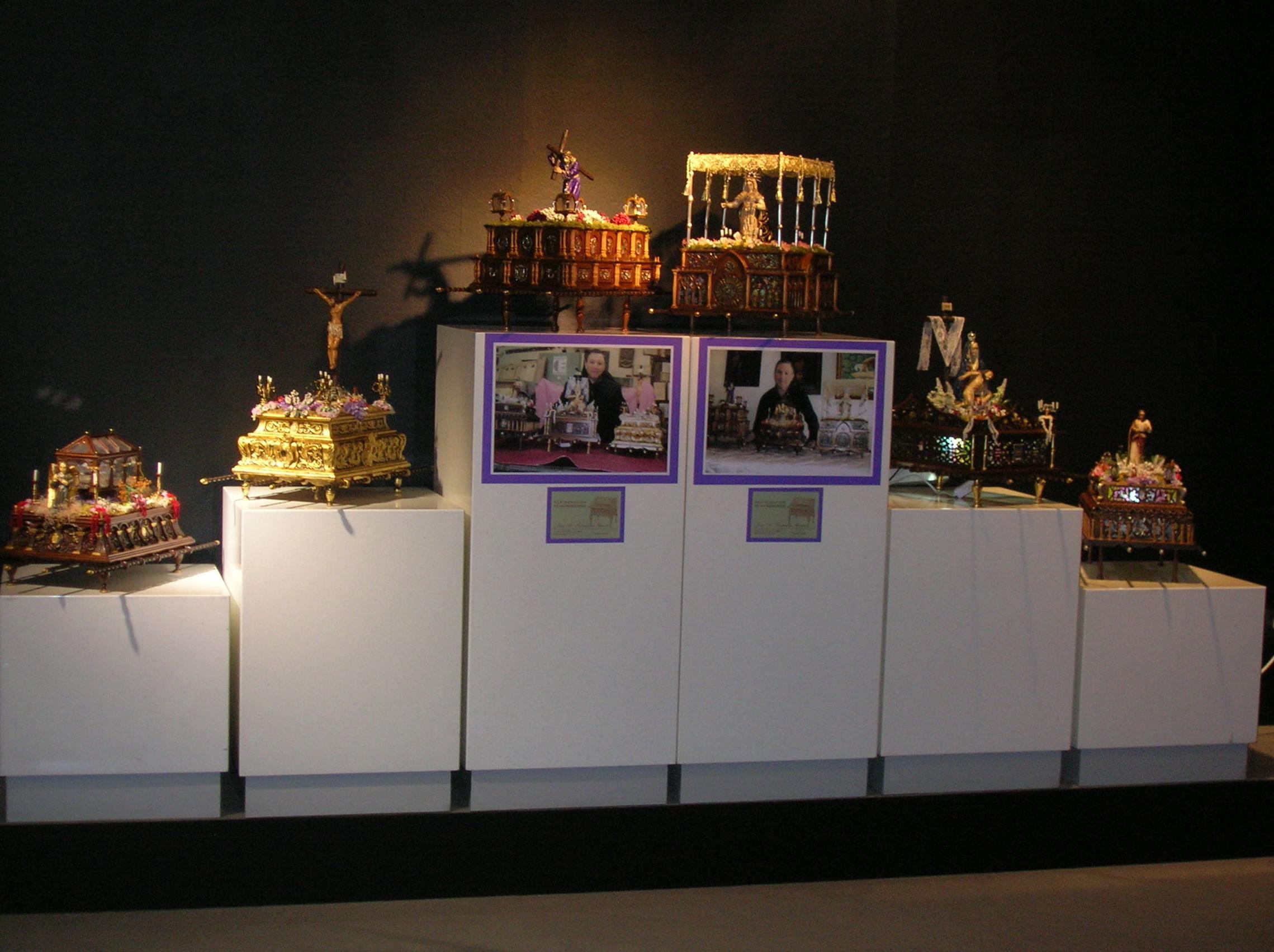 exposiccion de mis tronos de semana santa  en miniatura