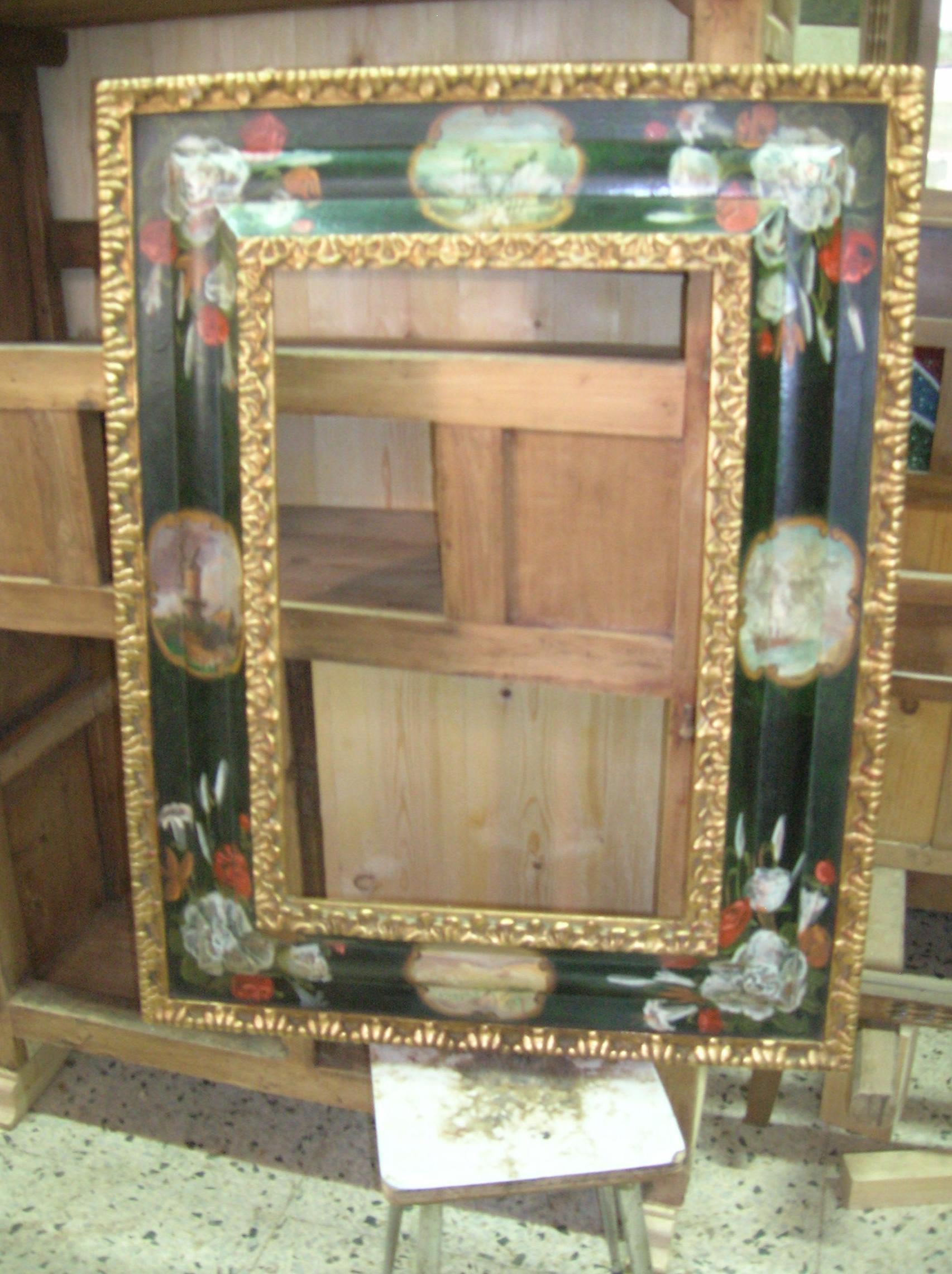 marco con pinturas