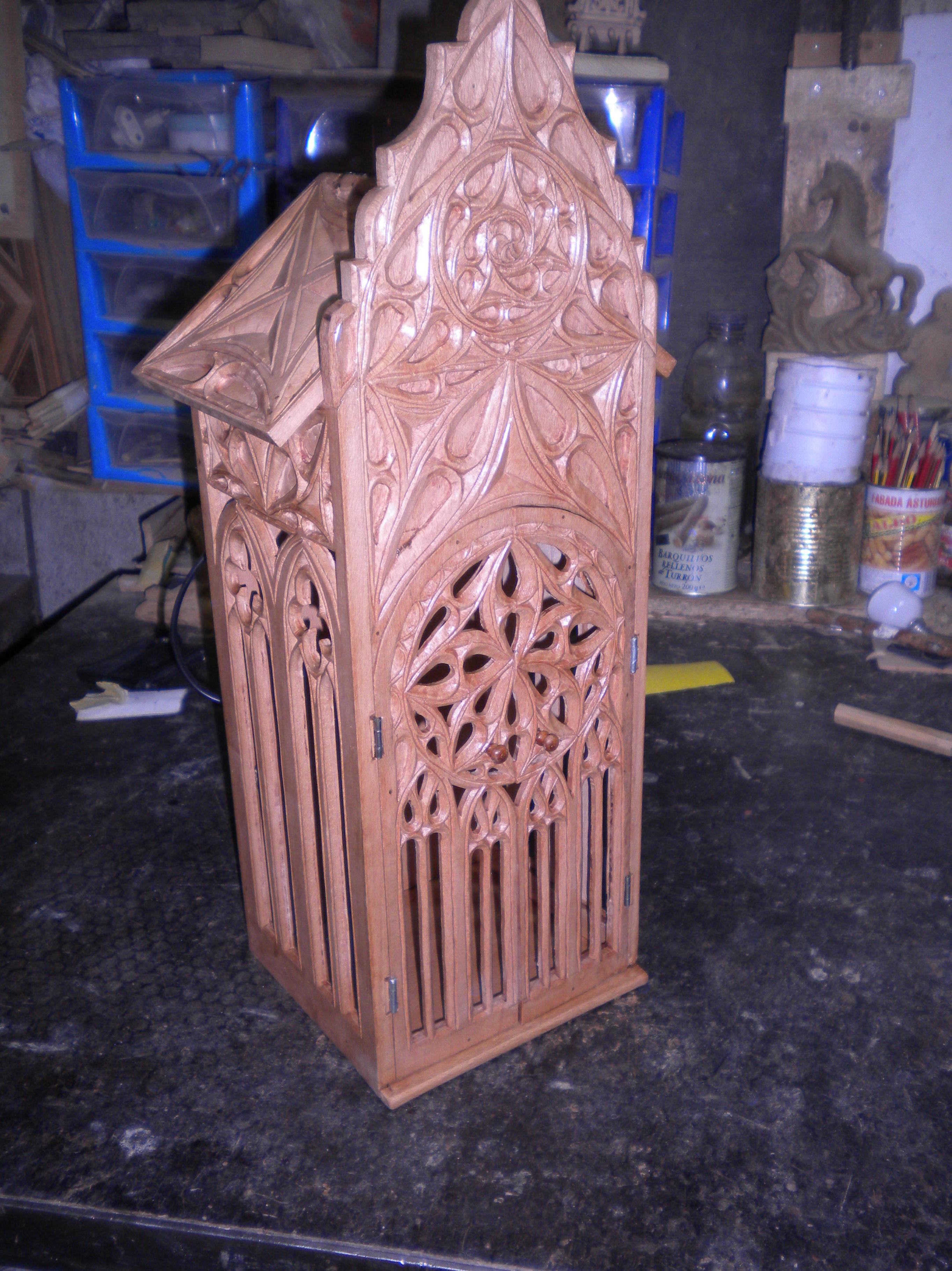 capilla para virgen en estilo gotico