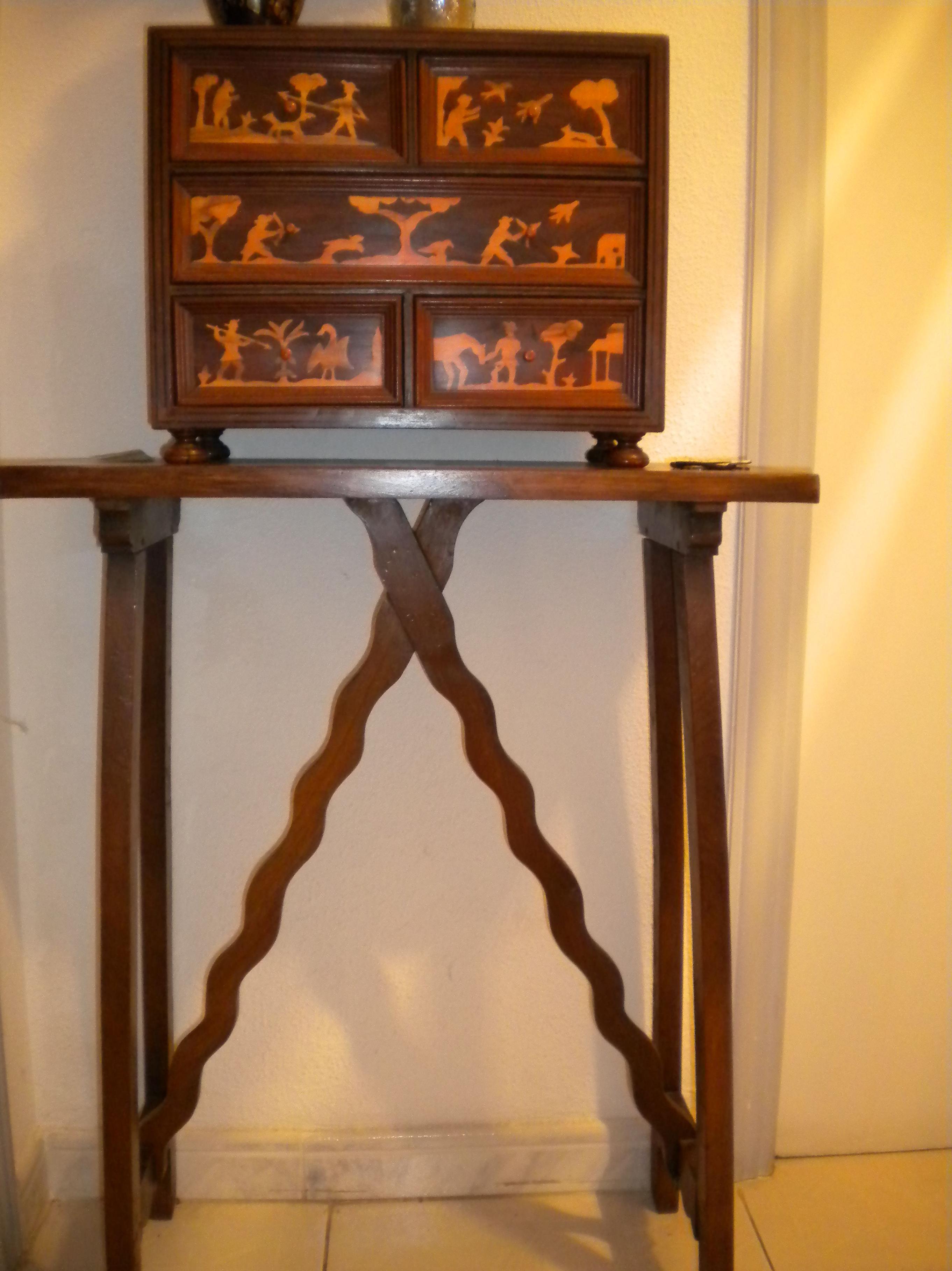 bargueño del SXVI con taraceas en madera de boj