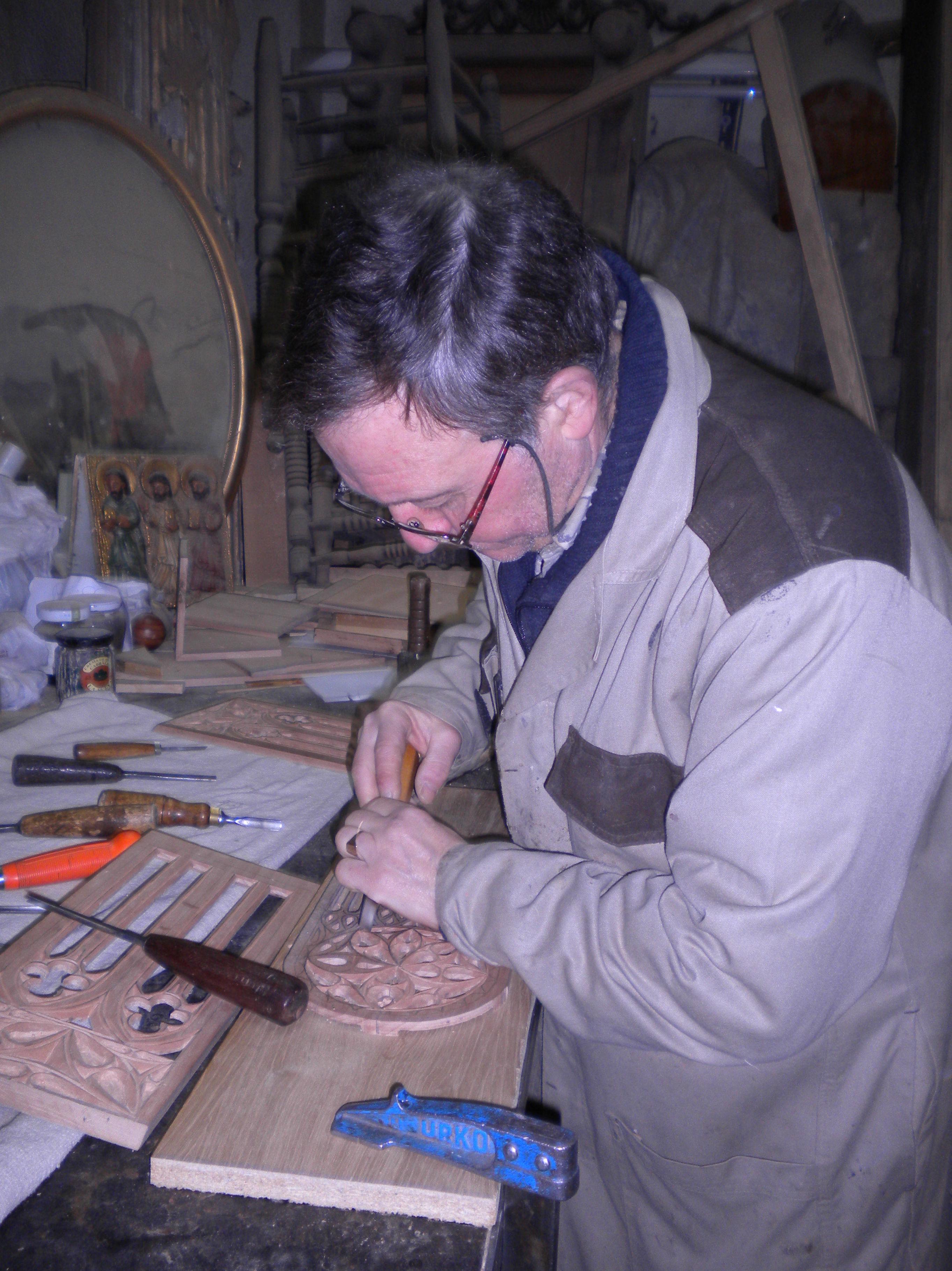 tallando estilo gotico capilla