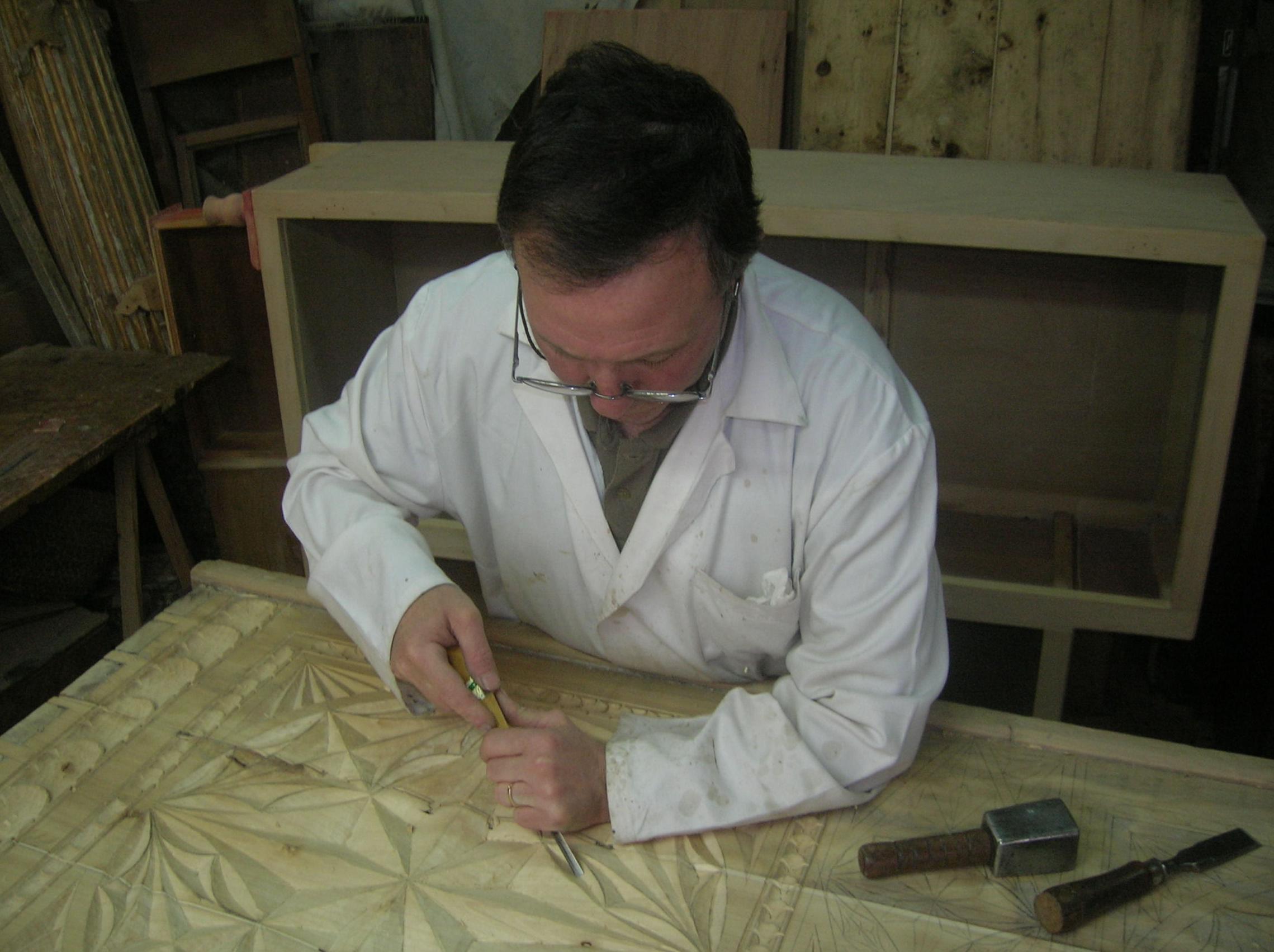 tallando un arca