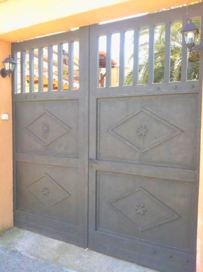 Puerta exterior de hierro a medida