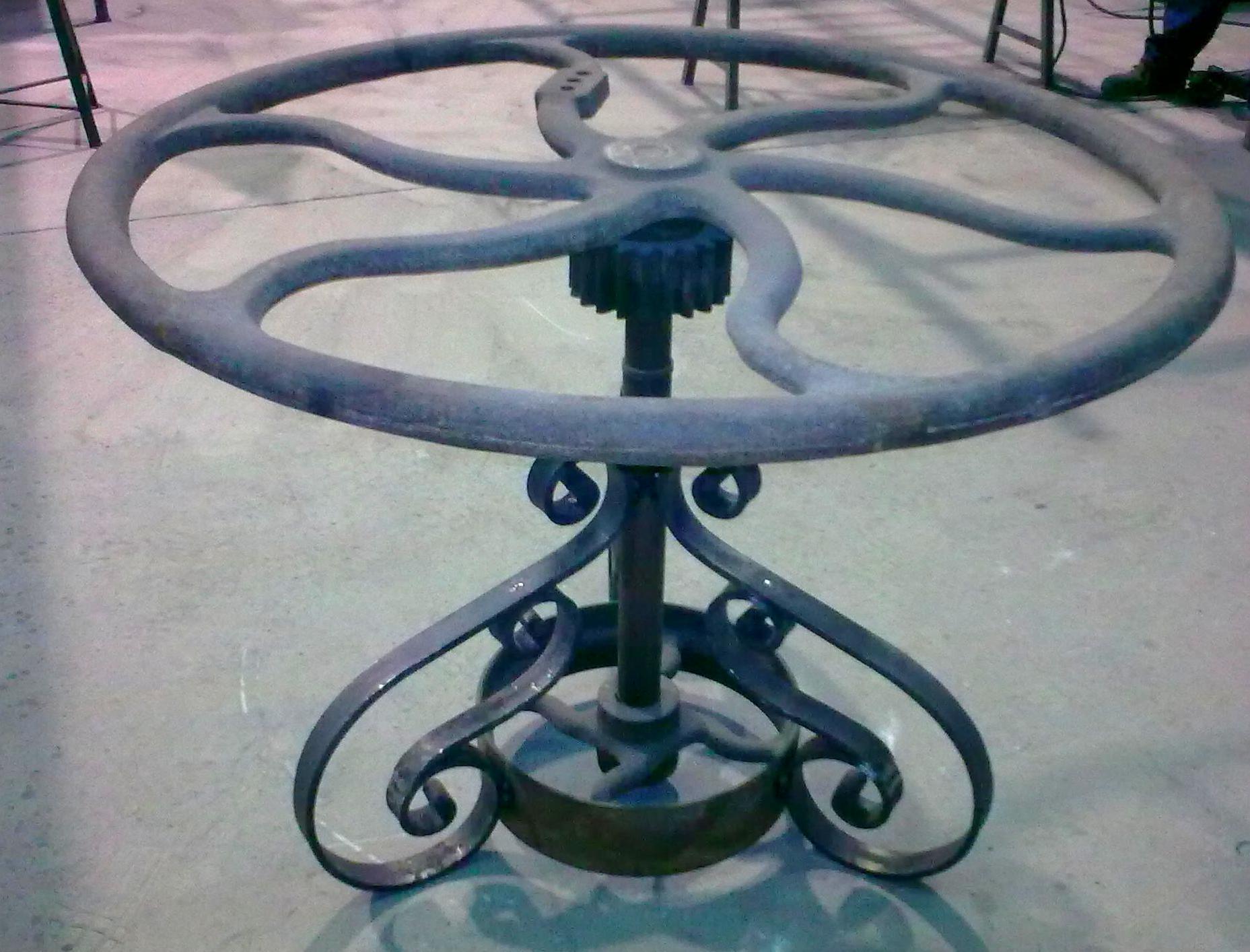 Forja Pérez. Mesa de forja artesanal.
