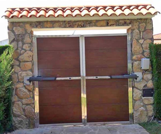 Puerta automática metálica