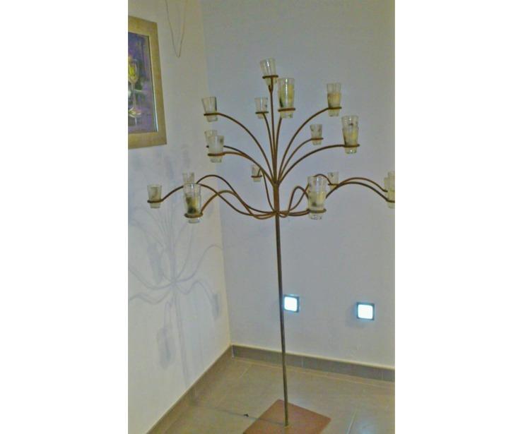 Lámpara candelabro de pie tamaño grande de forja.