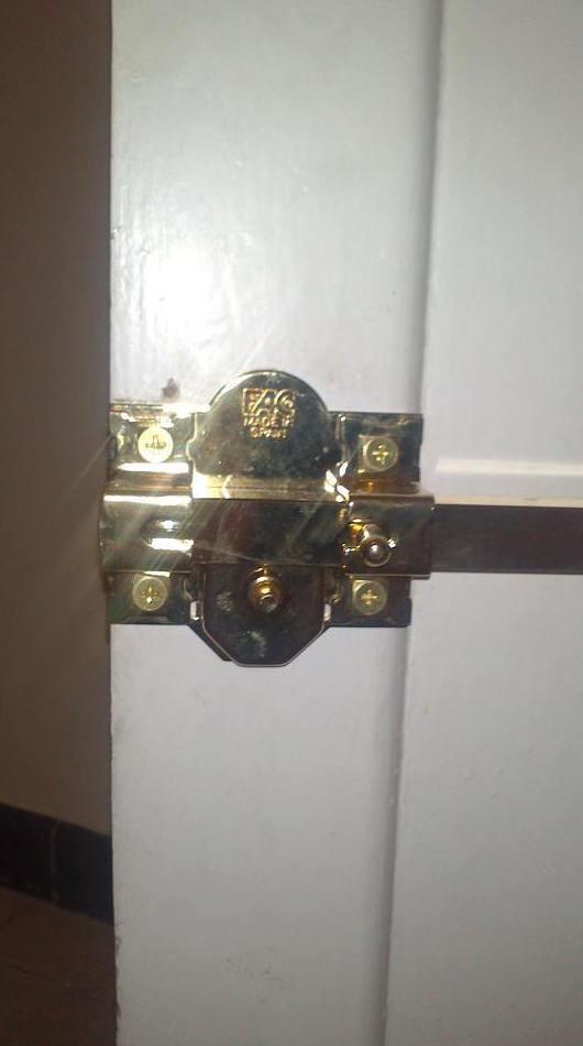 Instalación de cerrojos Fac