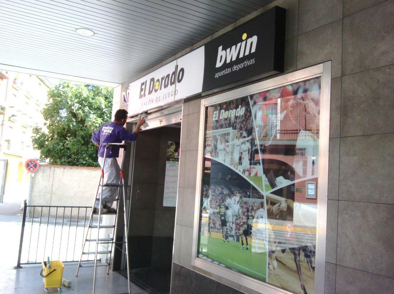 Limpieza de fachada de locales comerciales en Zaragoza