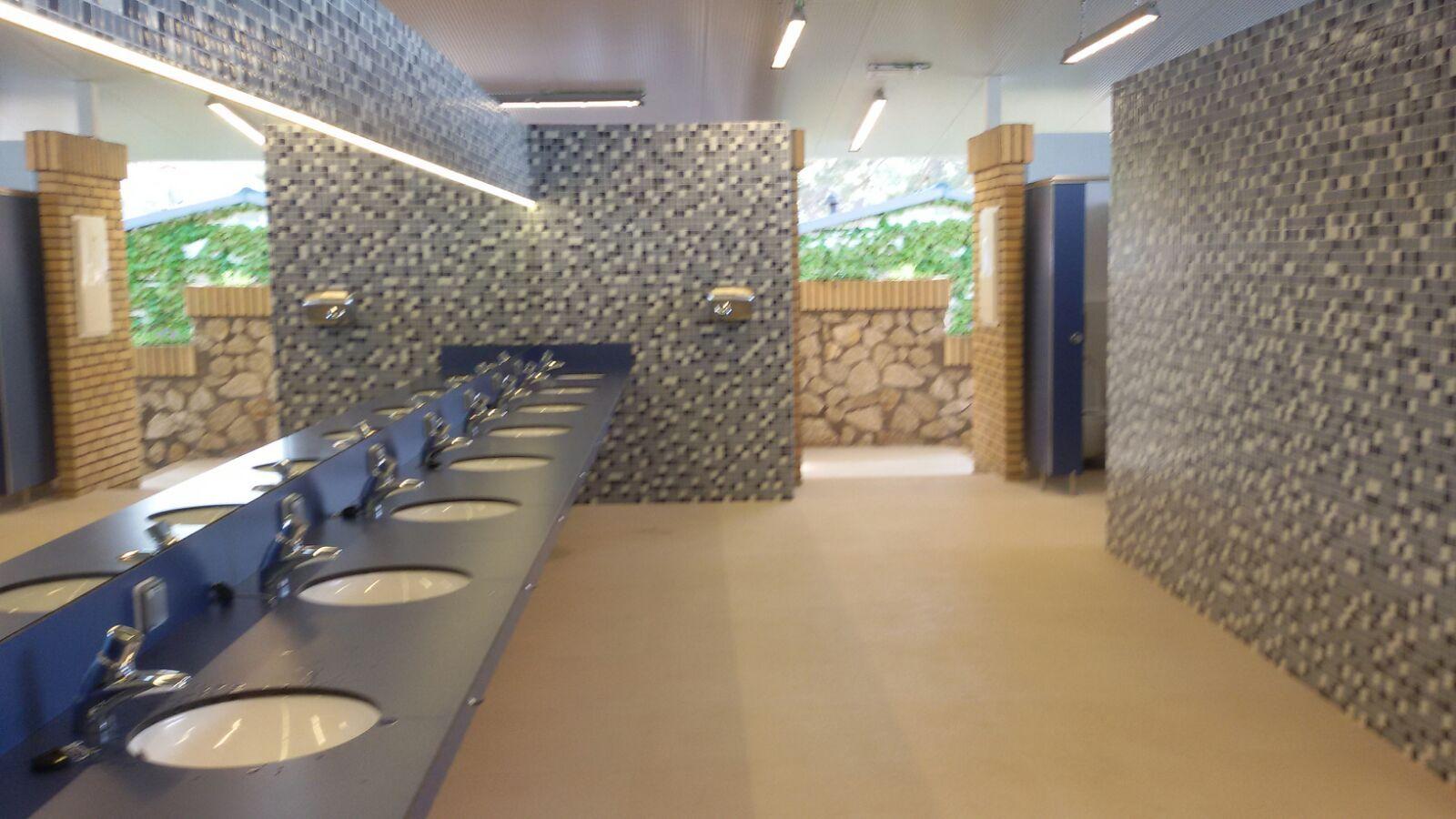 Construcción de cuarto de baño público