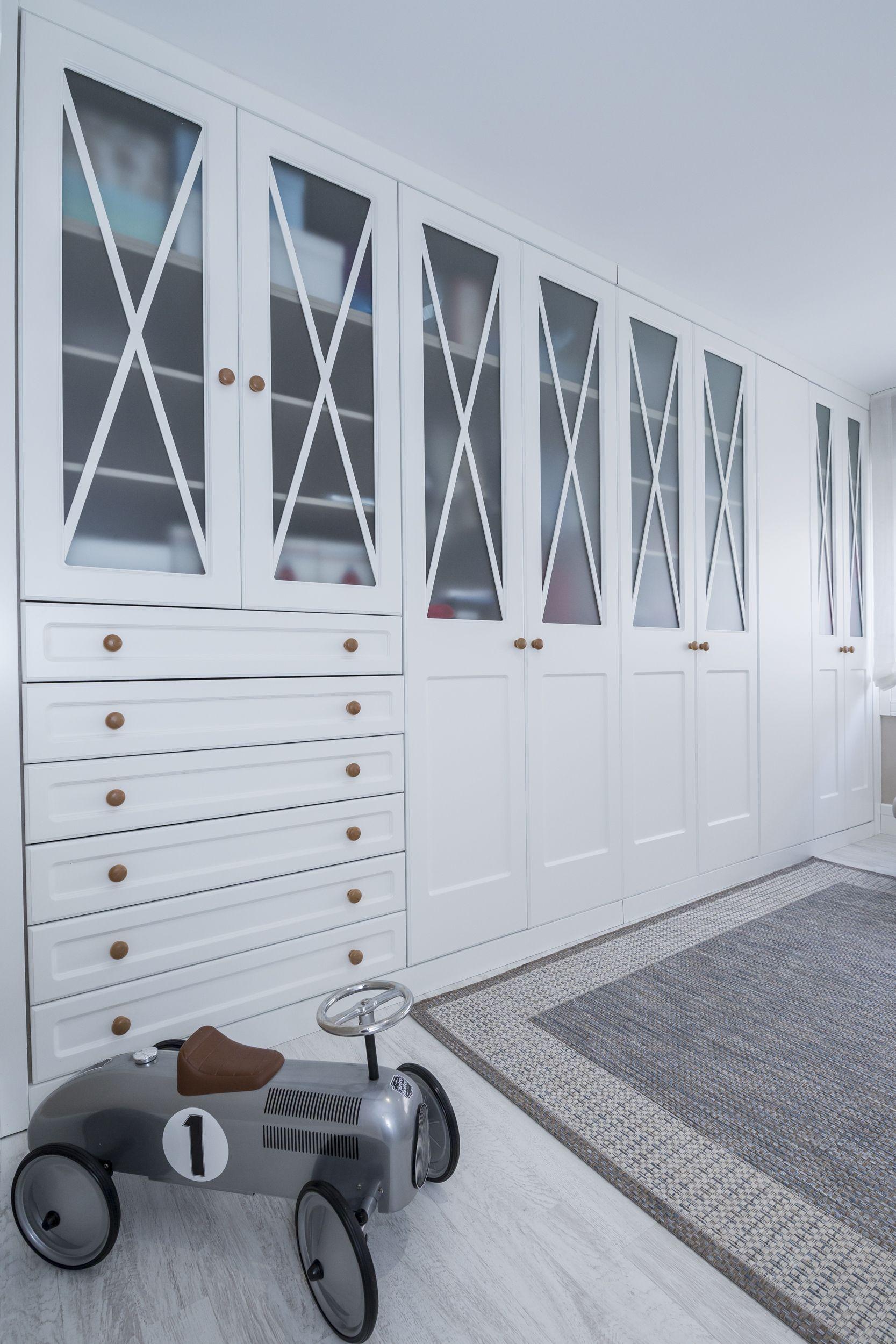 Instalación de armarios empotrados en habitación