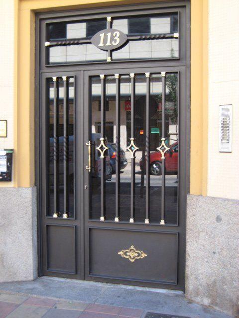 Puertas de portal: Catálogo de C.L.M. Cerrajeros Segovia