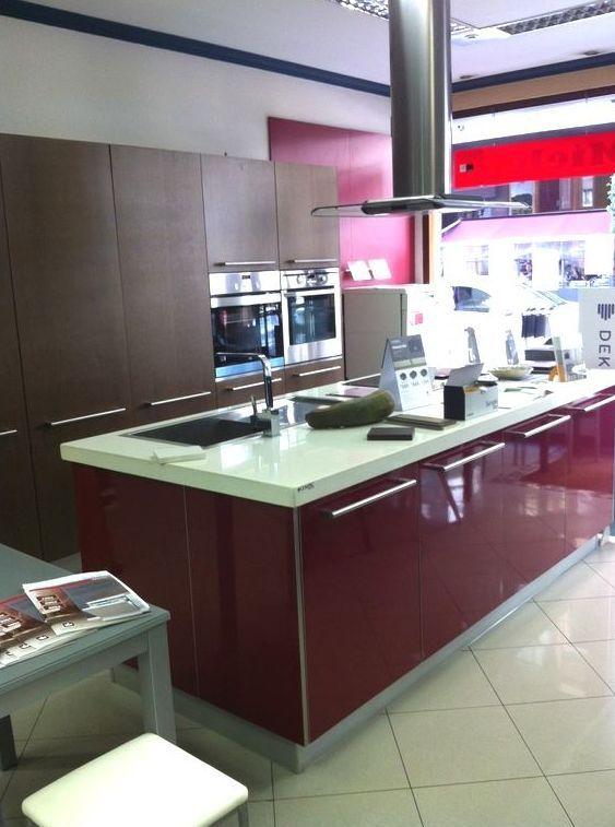 Cocinas y ba os en gij n en una amplia exposici n for Showroom banos y cocinas