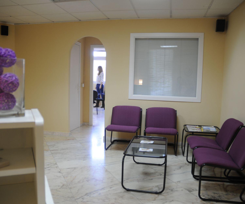 Sala de espera de nuestro centro de psicología integral en Badajoz