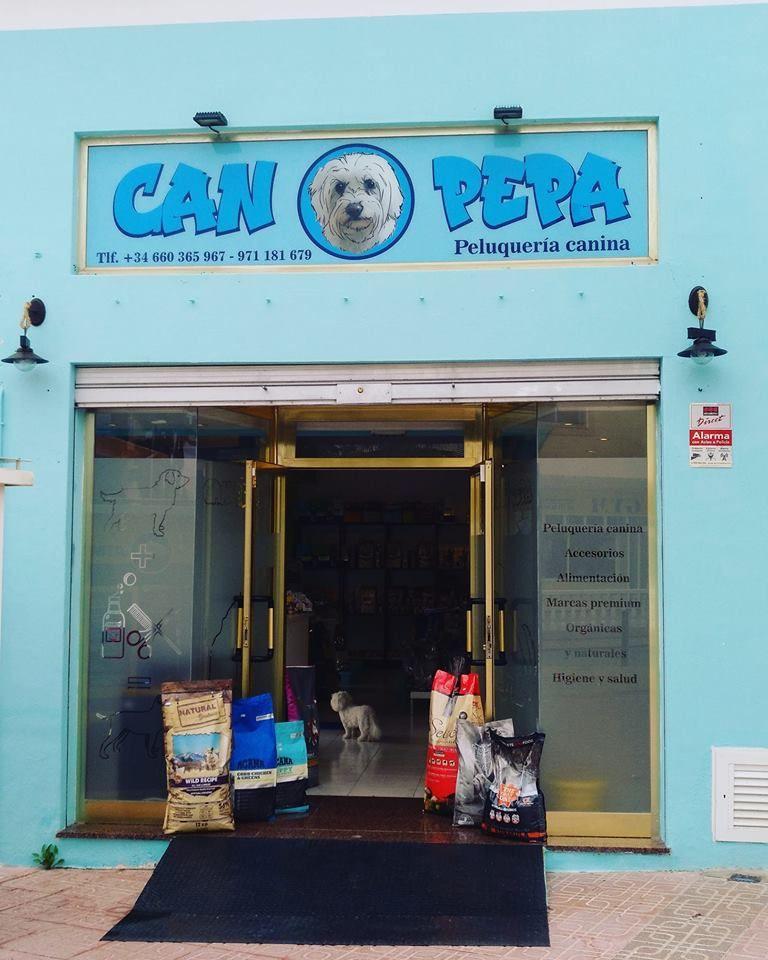 Tienda de mascotas en Cala de Bou, Ibiza