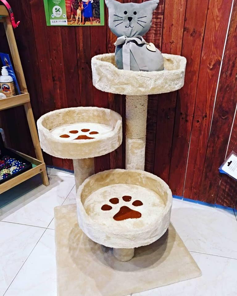 Tienda de mascotas con productos para gatos en Ibiza
