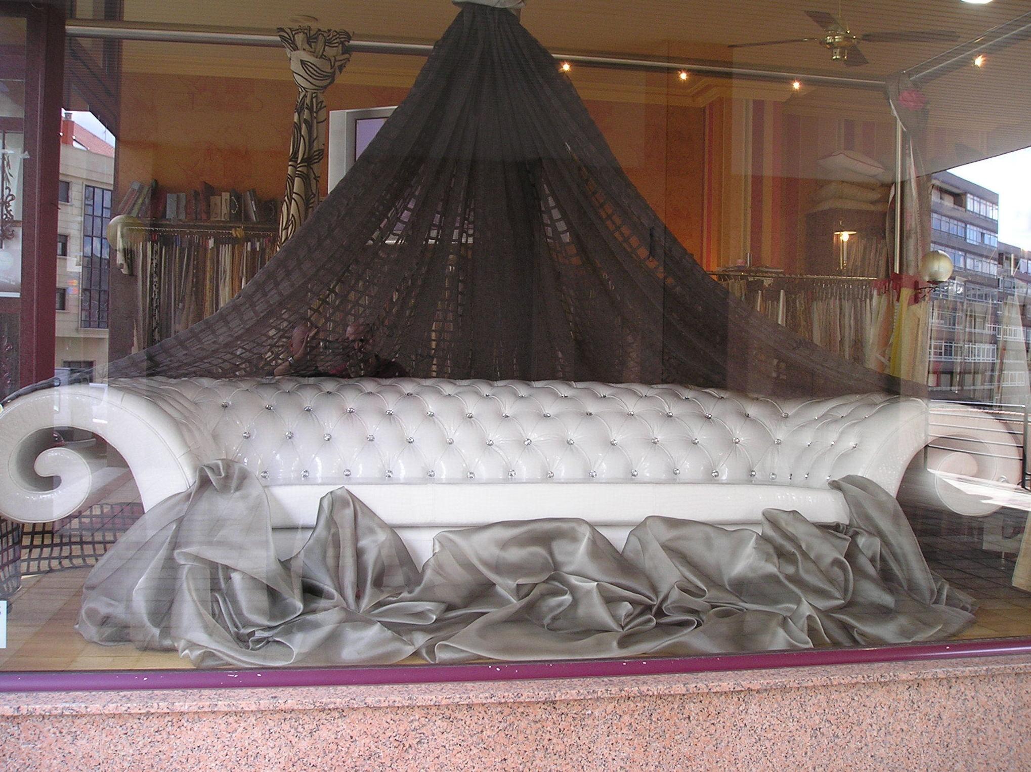 Diseño y fabricación de sofá para local de copas