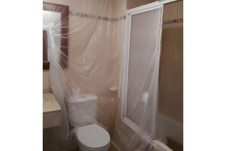 Proceso de pintura de baño en Terrassa