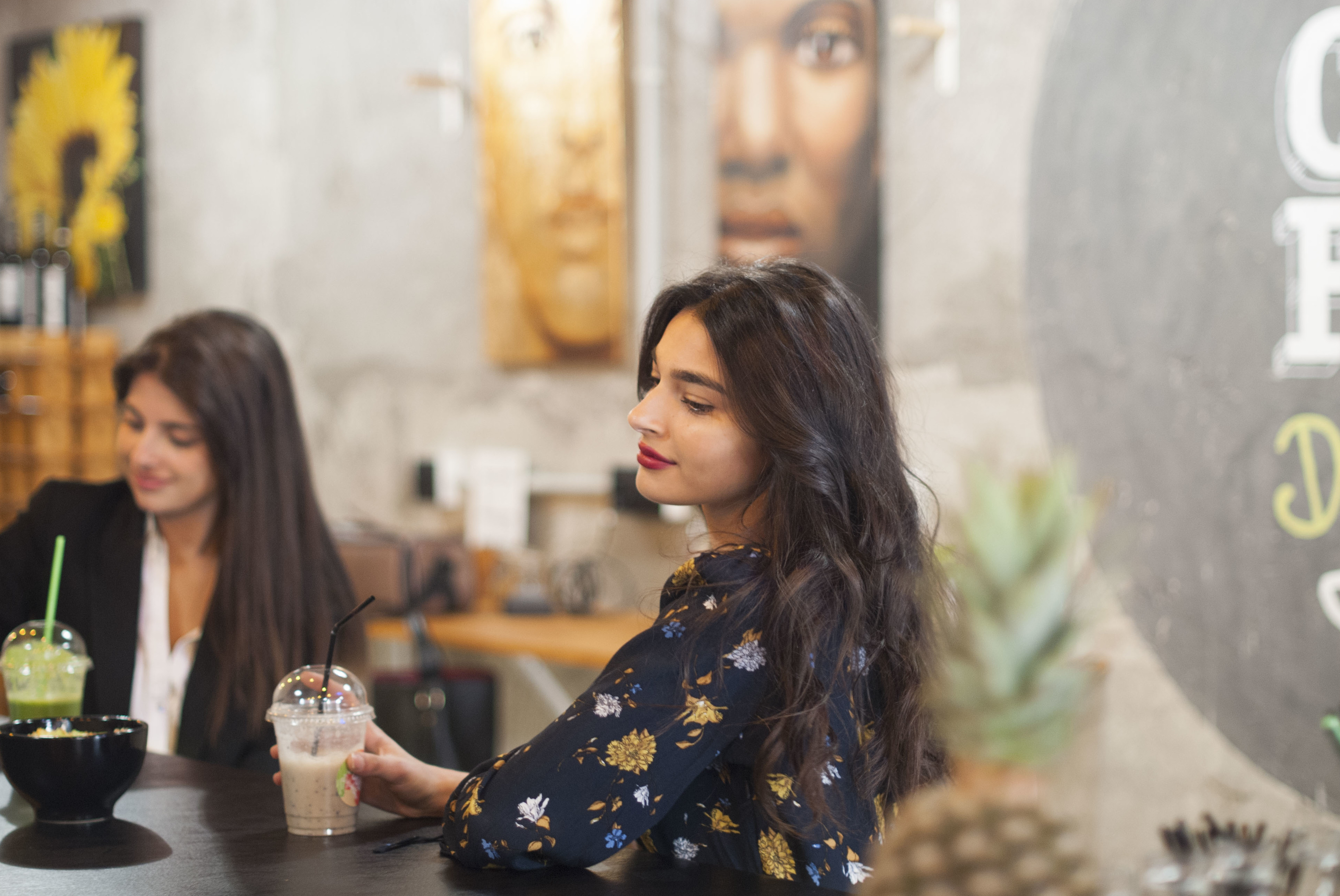 Cafetería con opciones saludables para merendar