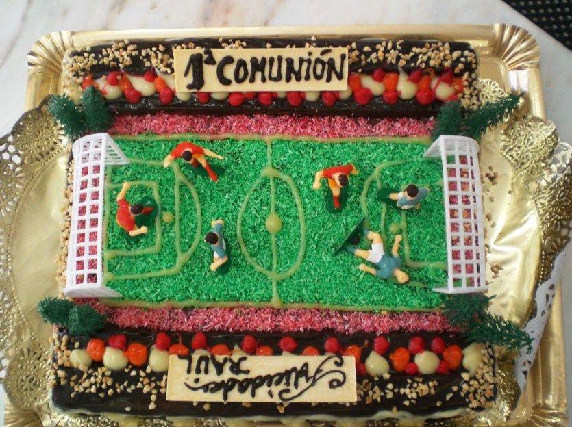Tarta de campo de fútbol para comunión