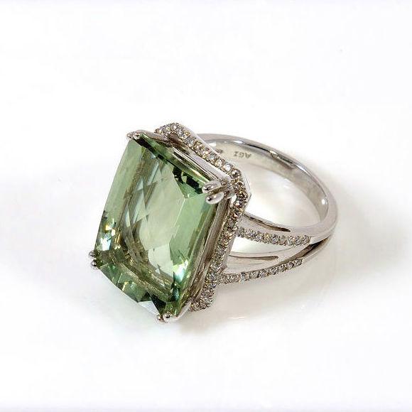 Sortija oro blanco, brillantes y piedra Amatista Verde: Productos  de Aneis Joyería