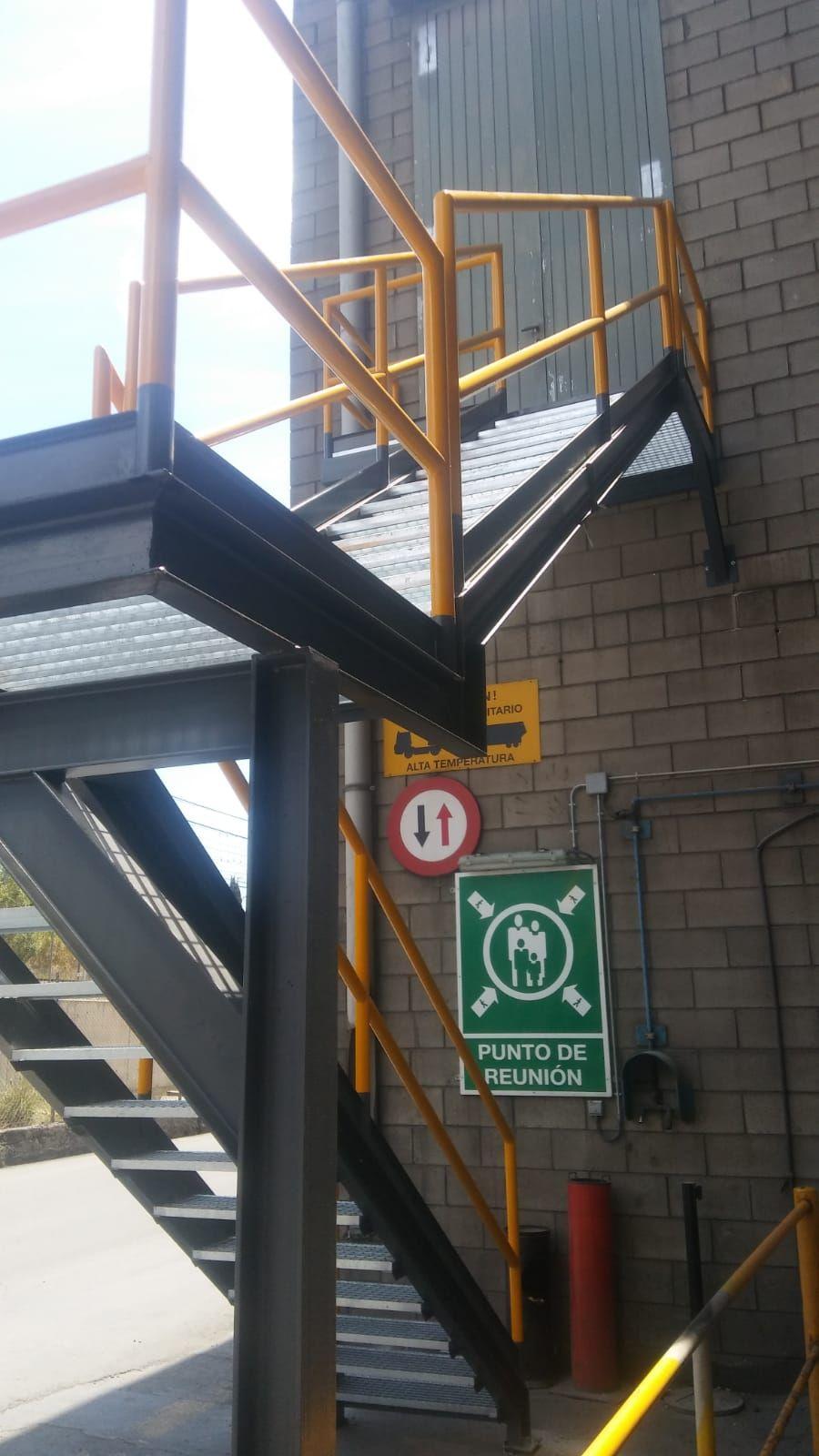 Escaleras metálicas en Barcelona