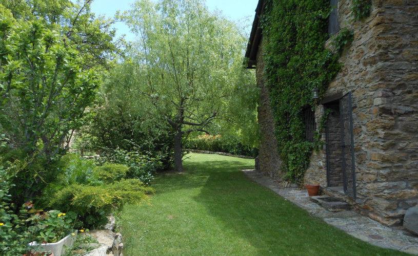 Foto 22 de dise o y mantenimiento de jardines en besal jardiner a garrotxa - Diseno de jardines rusticos ...