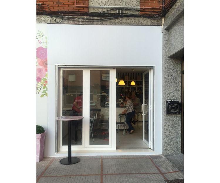 Puerta de aluminio para local comercial