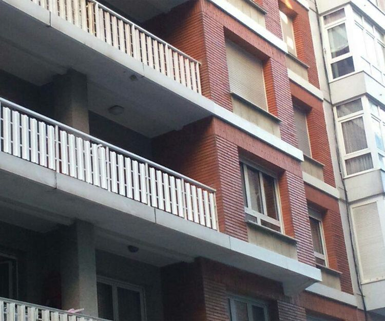 Ventanas de aluminio en edificio