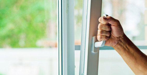 Puertas y ventanas: Servicios de Multiservicios Cabrera