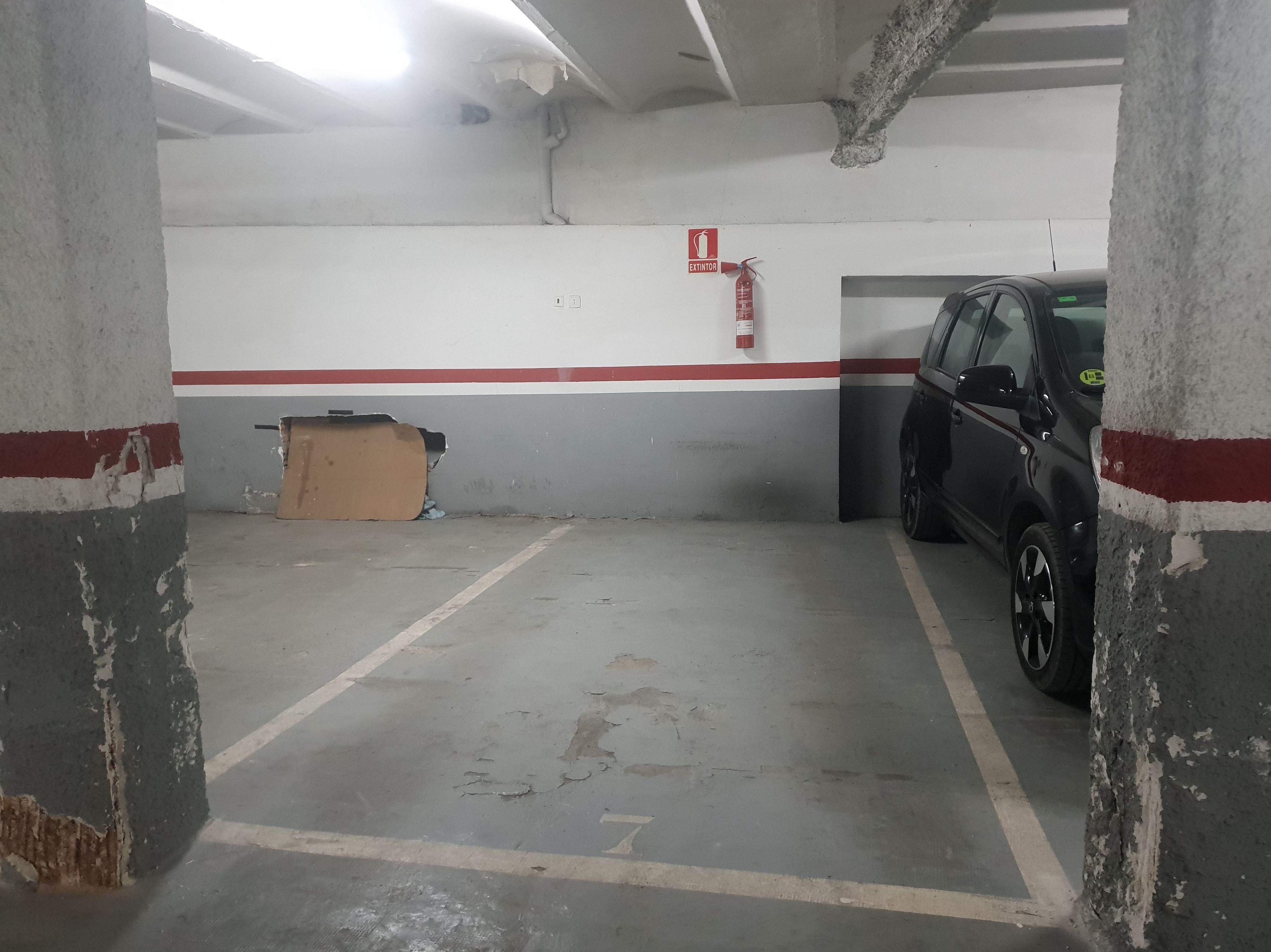Plaza de parking en avda. madrid