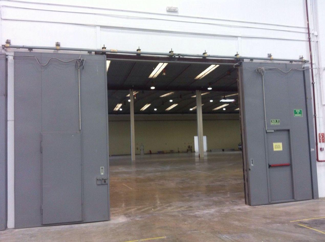 Montaje de puertas cortafuegos industriales