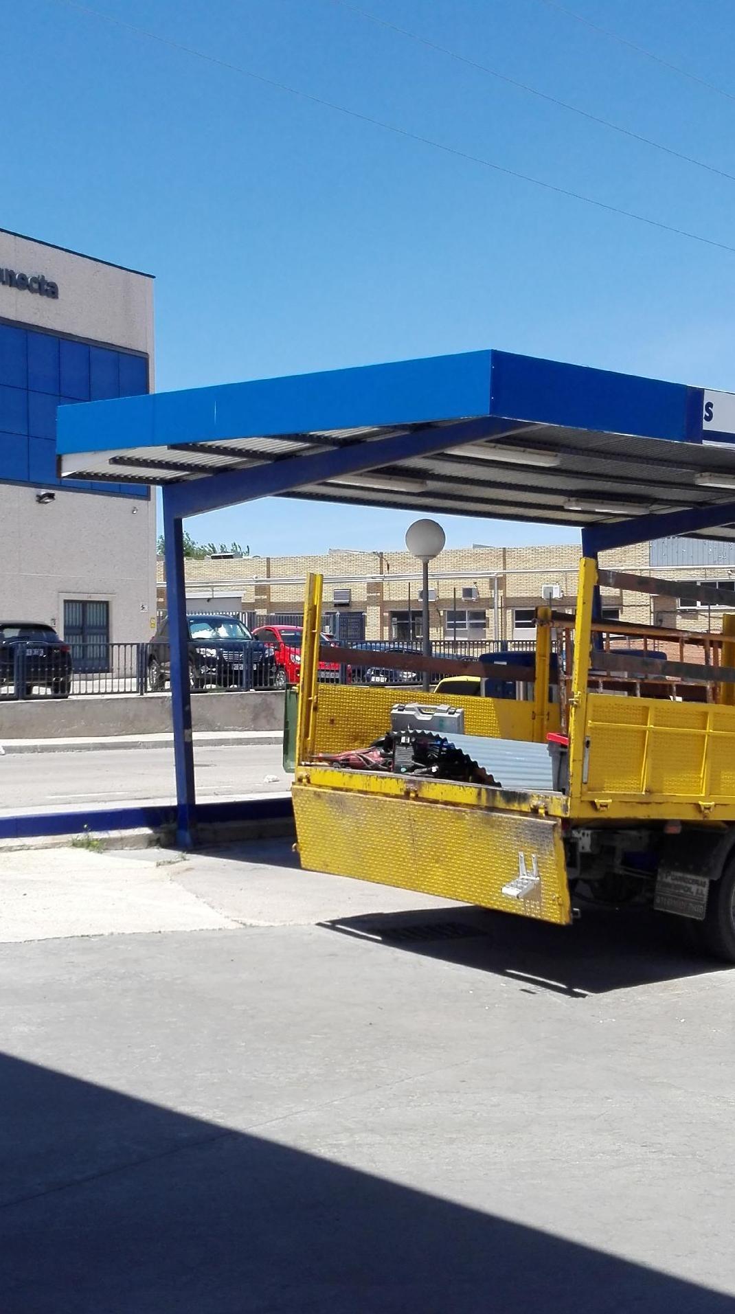 Reparación de marquesina en estación de servicio de Aljarvir