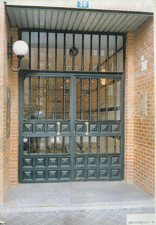 Puertas de portales: Servicios de Cerrajería Miguel Ángel