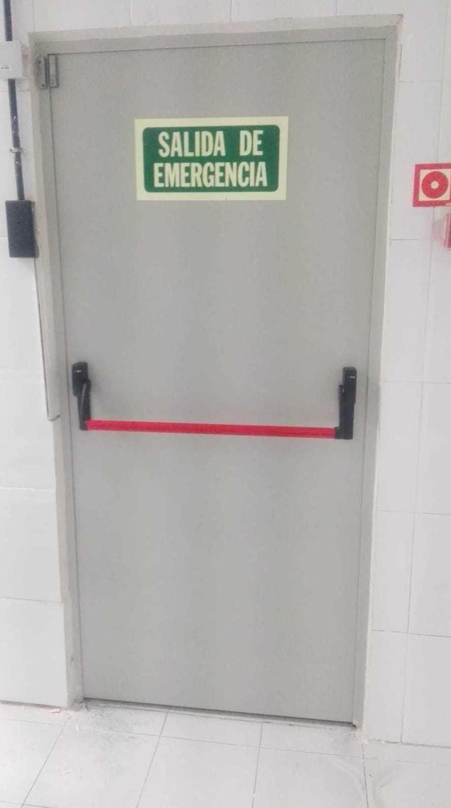 Cerrajería Miguel Ángel. Fuenlabrada Madrid. Cambio de puertas peatonales de emergencia