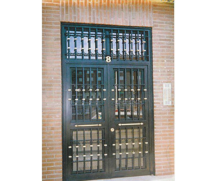 Empresa de puertas de comunidades en Fuenlabrada