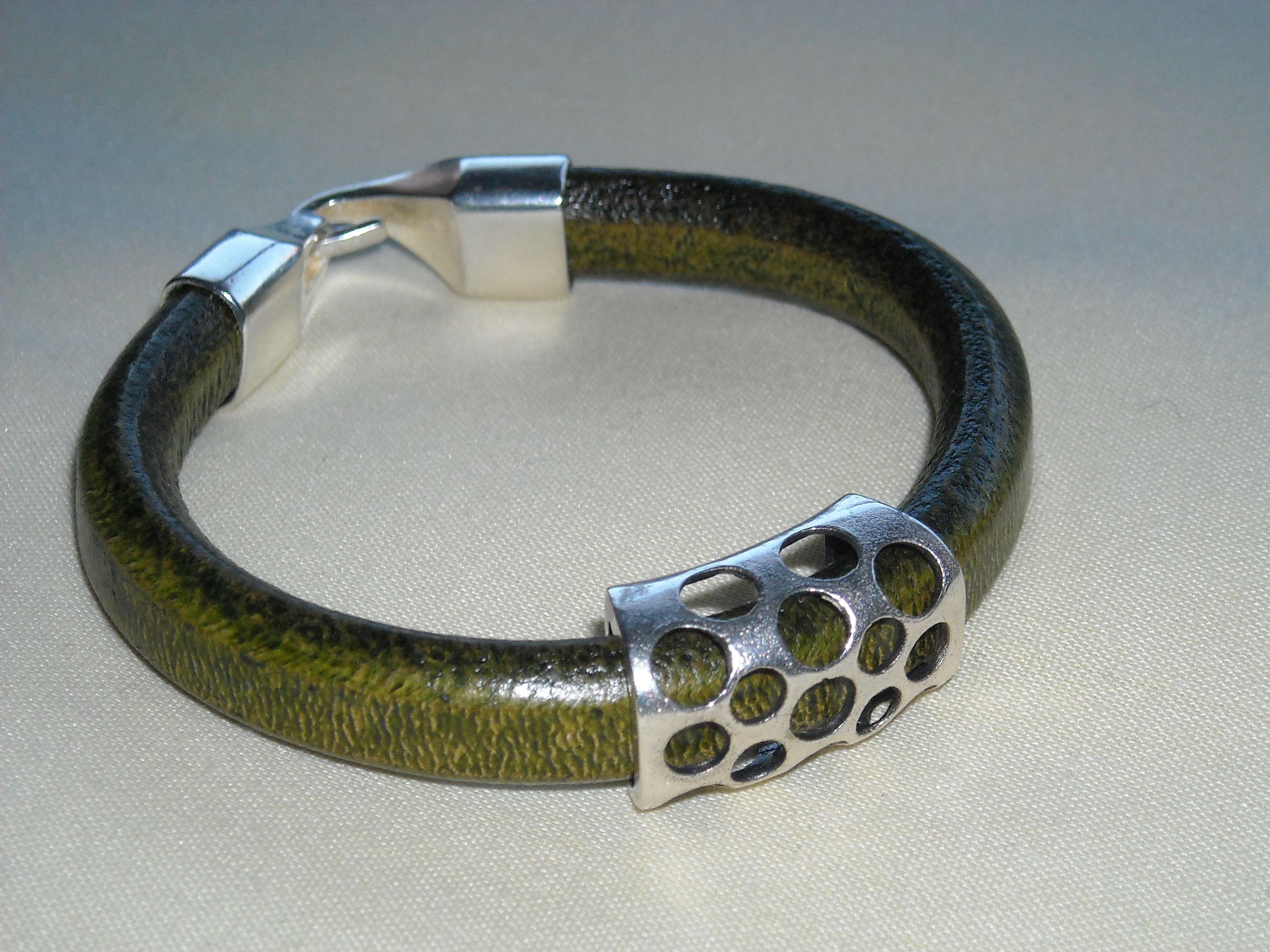 Pulsera de cuero regaliz verde caza