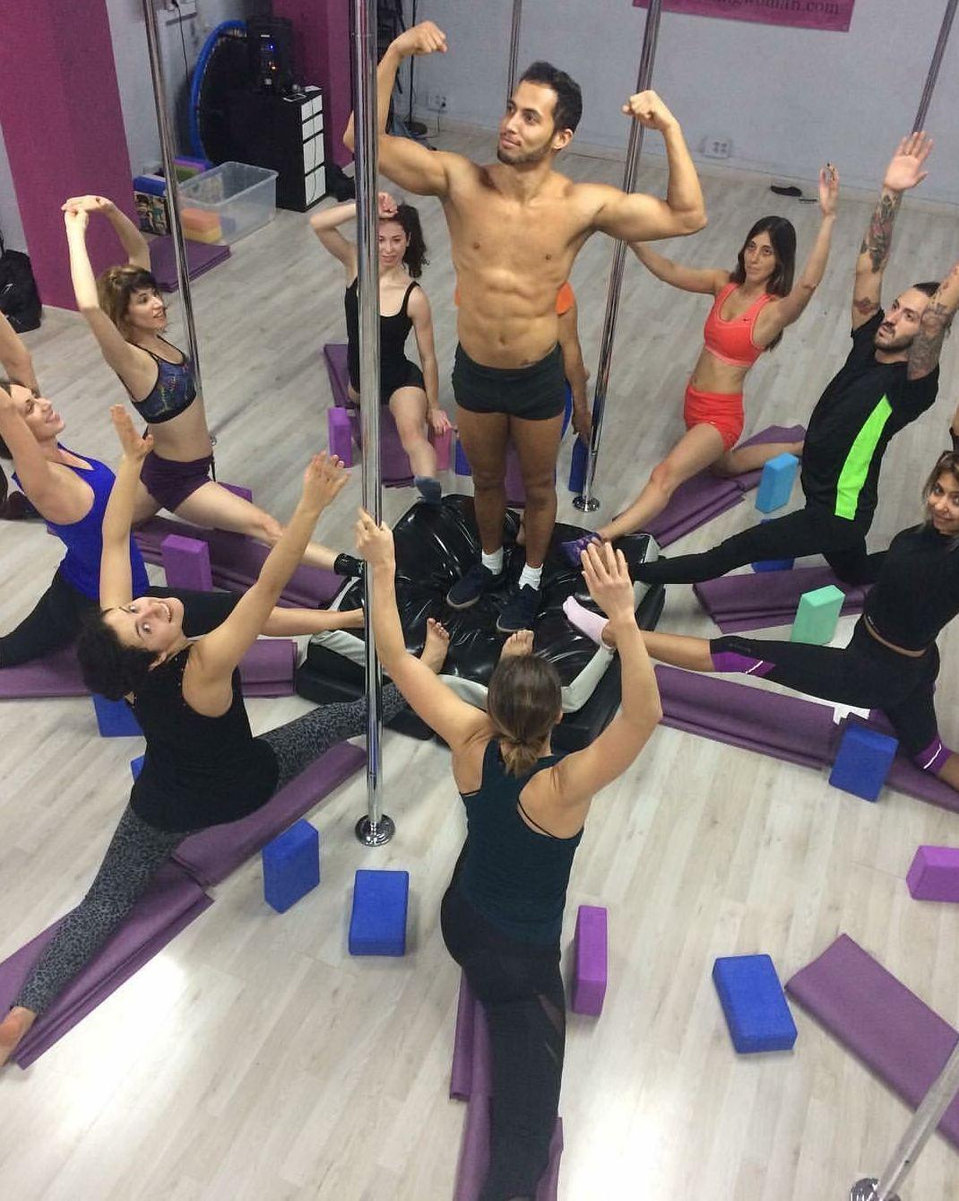 Foto 42 de Escuelas de música, danza e interpretación en Barcelona | Feeling Woman Pole Dance-Sport