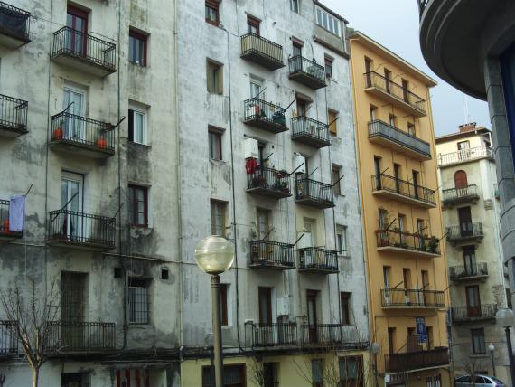 Fachada Calle Cipriano Larrañaga en Irún Antes