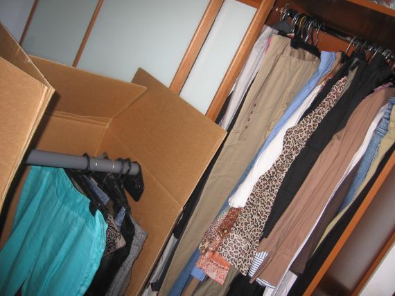 Caja para colgar la ropa