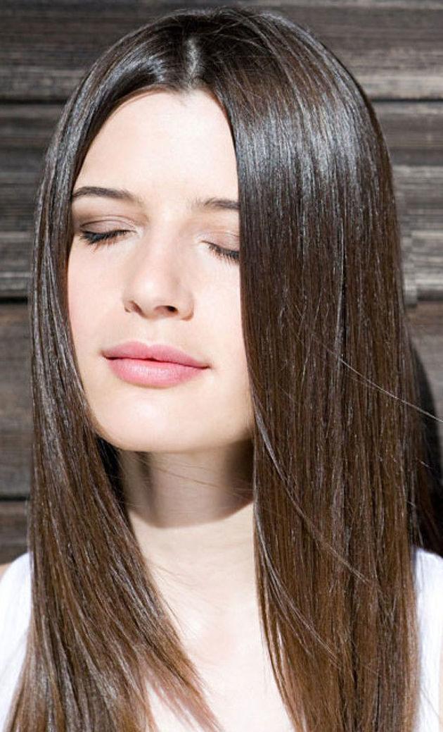 """cabello liso con """"efecto ácido hialurónico""""."""