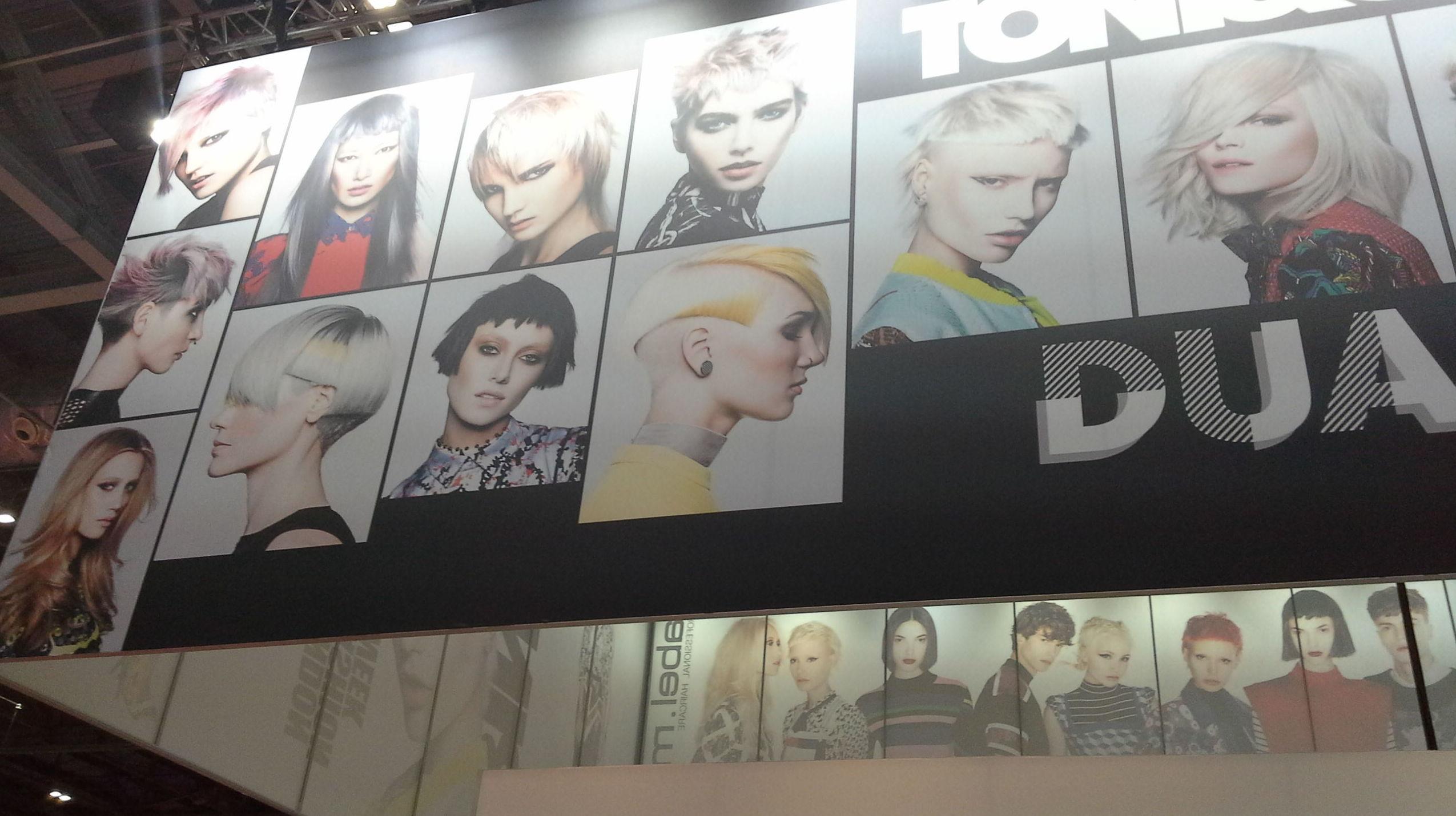 Mas de Duo peluqueros en el stand de Tony &Guy