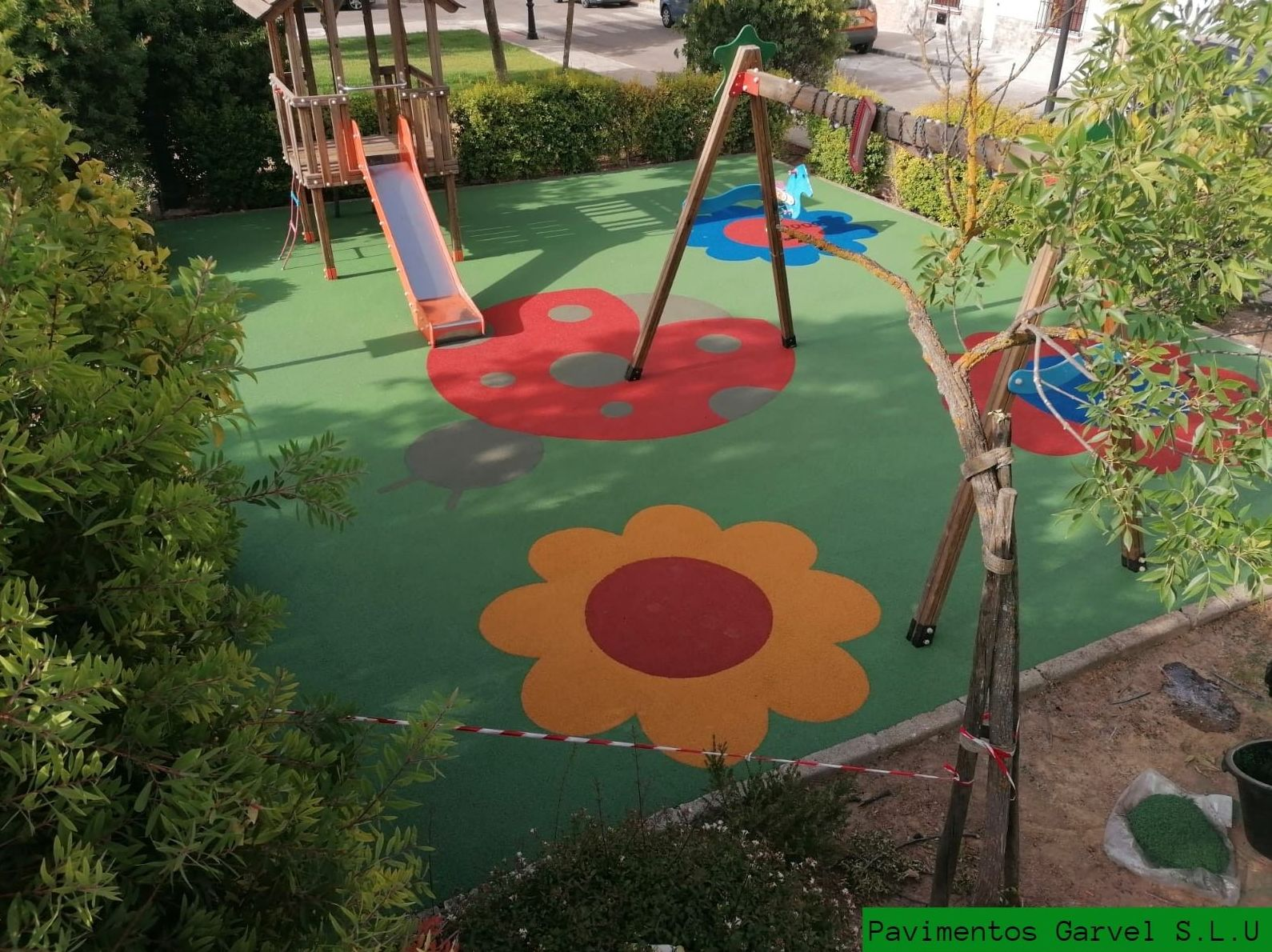 Foto 9 de Instalación de pavimentos de caucho para parques infantiles en Las Cabezas de San Juan   Pavimentos Garvel