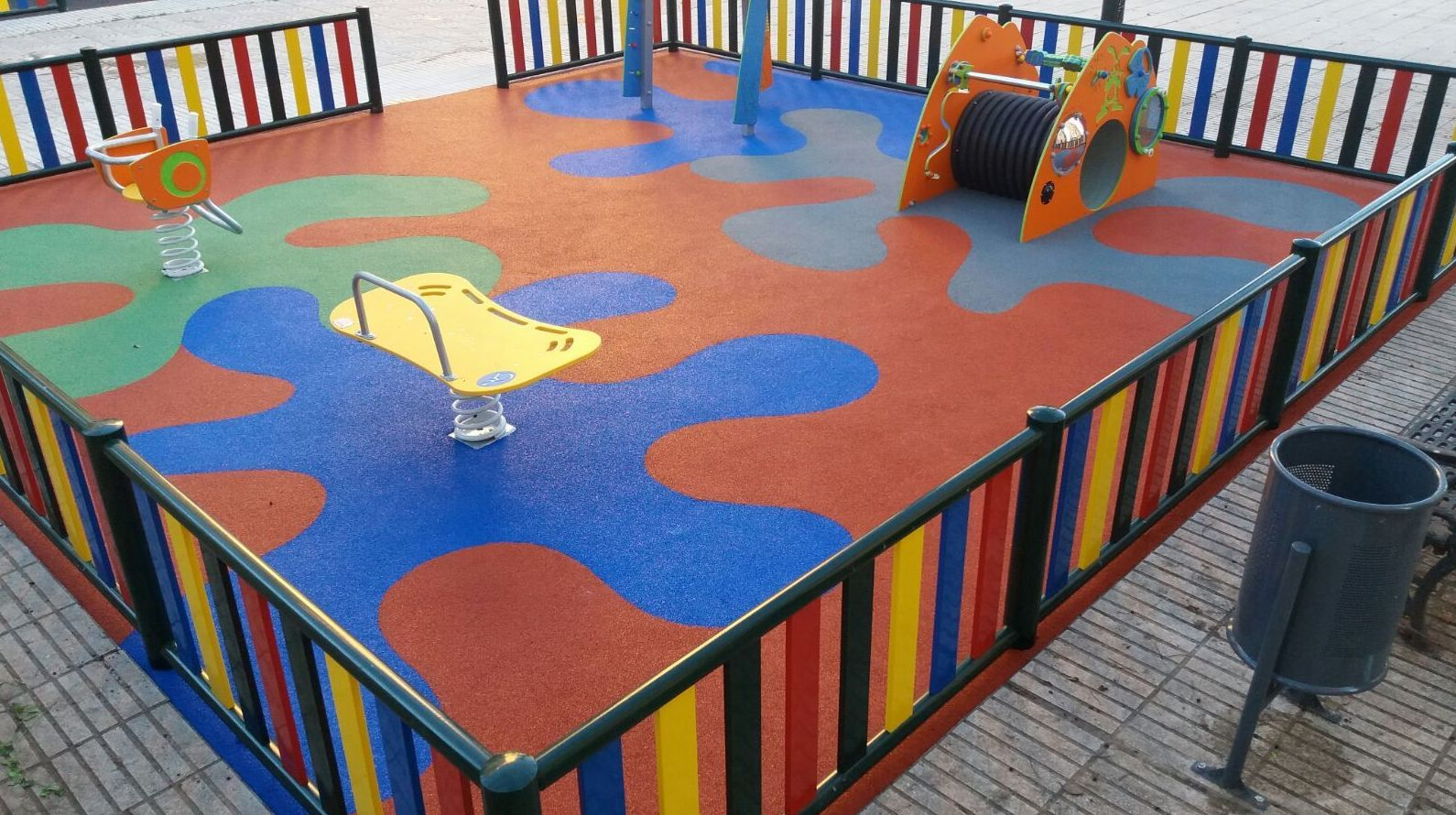 Foto 63 de Instalación de pavimentos de caucho para parques infantiles en Las Cabezas de San Juan | Pavimentos Garvel