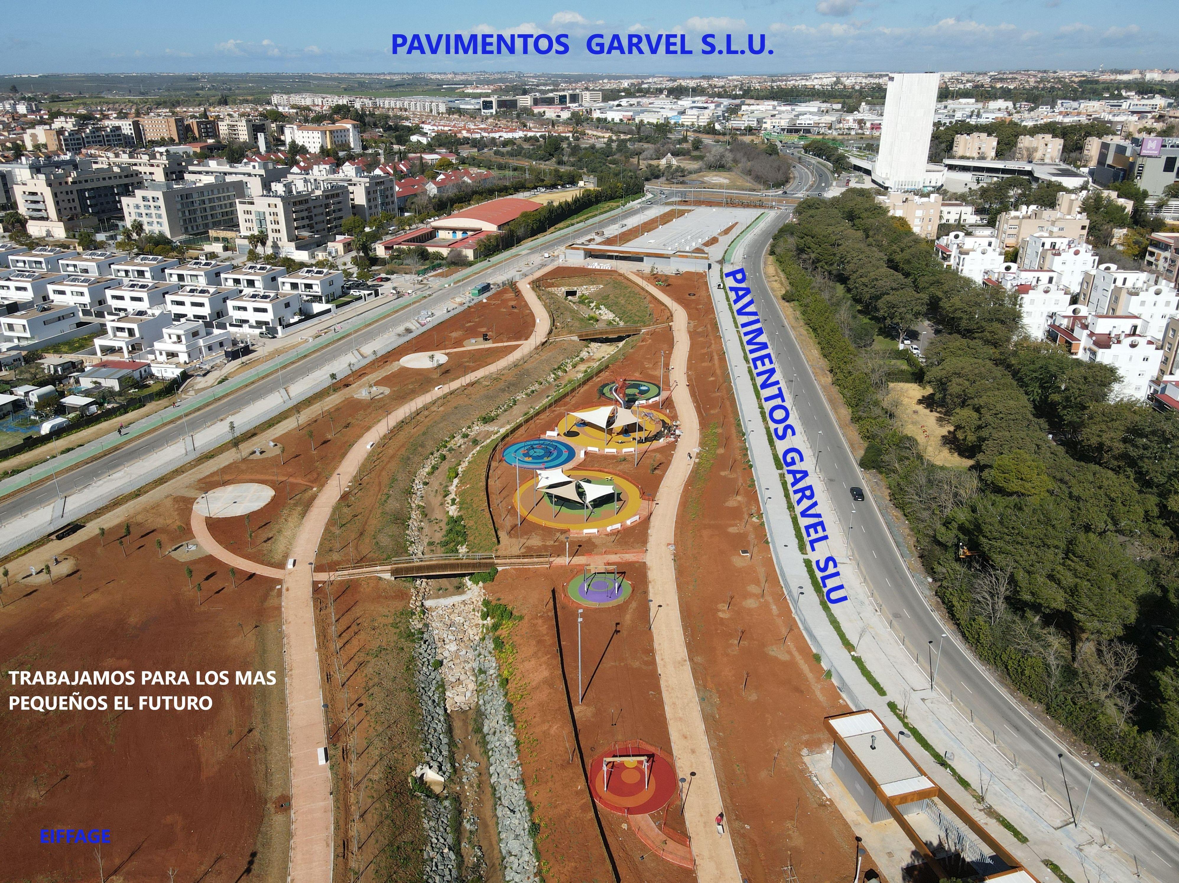 Foto 2 de Instalación de pavimentos de caucho para parques infantiles en Las Cabezas de San Juan | Pavimentos Garvel