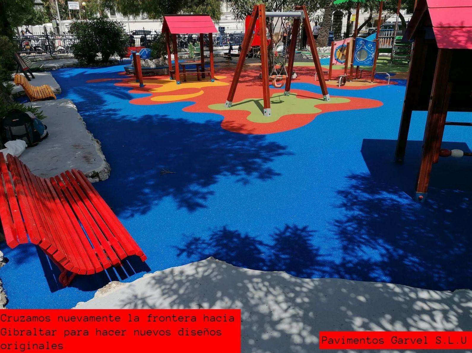 Foto 3 de Instalación de pavimentos de caucho para parques infantiles en Las Cabezas de San Juan | Pavimentos Garvel