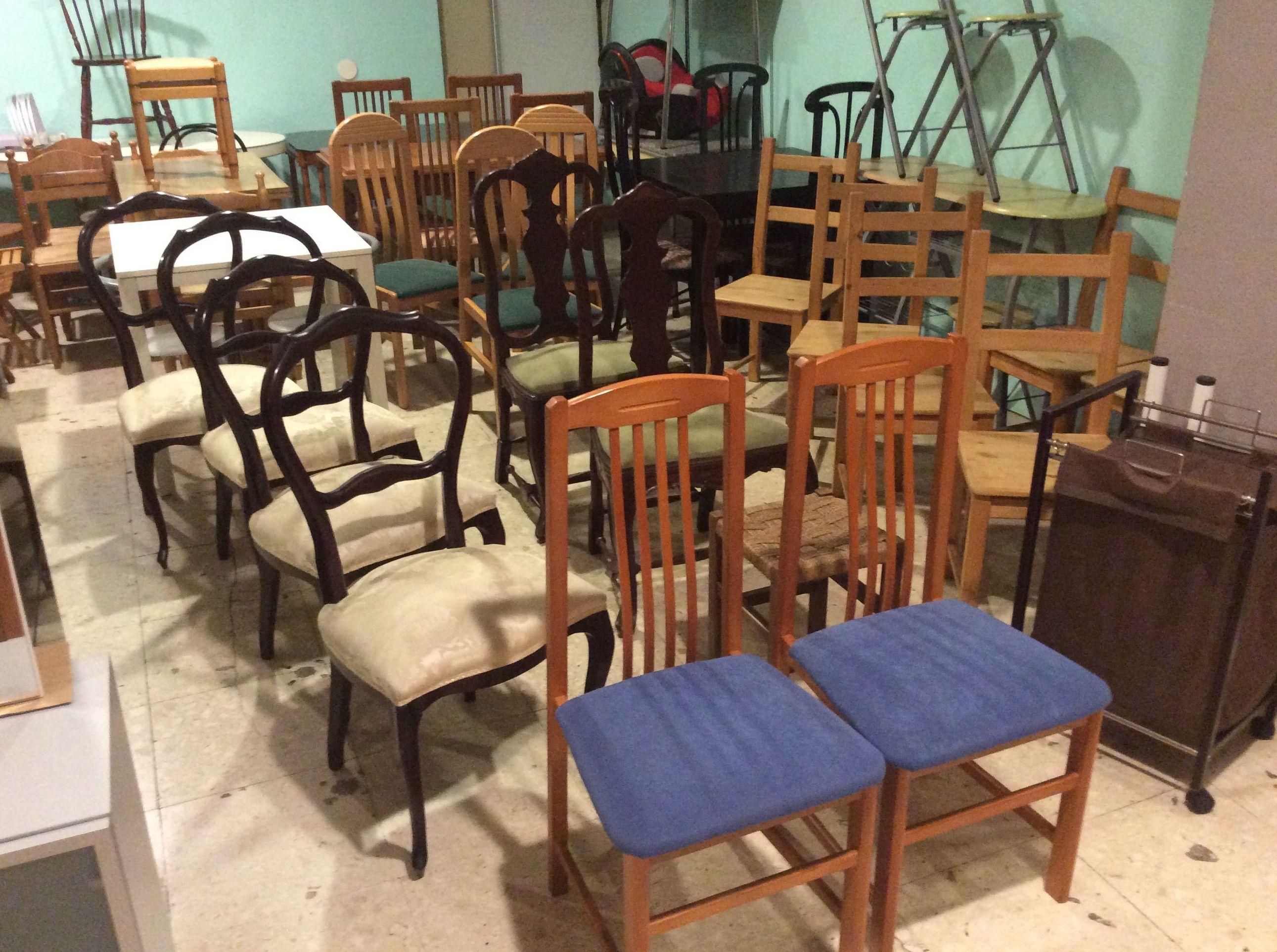 Gran variedad de sillas