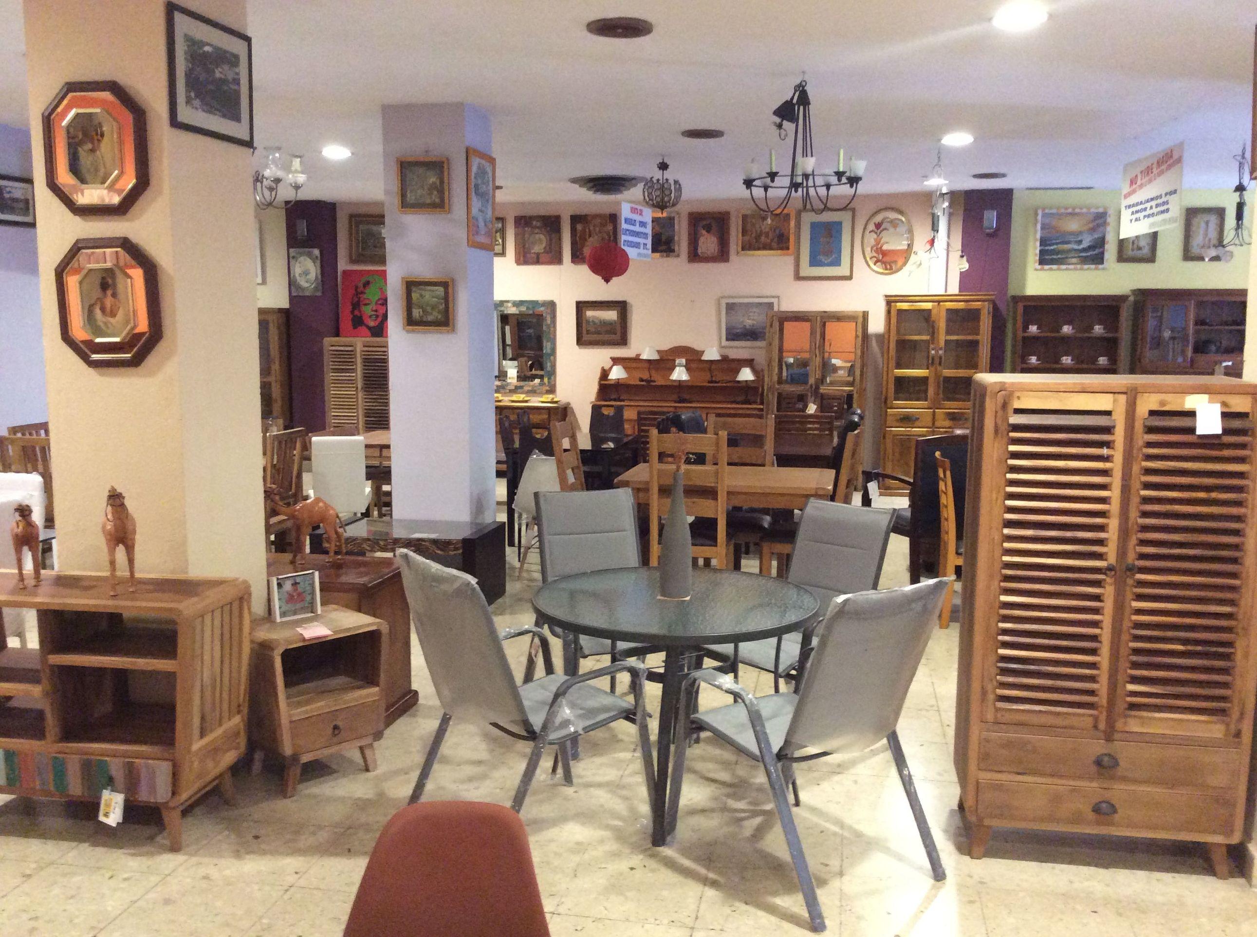 Gran variedad de muebles nuevos cuadros,...